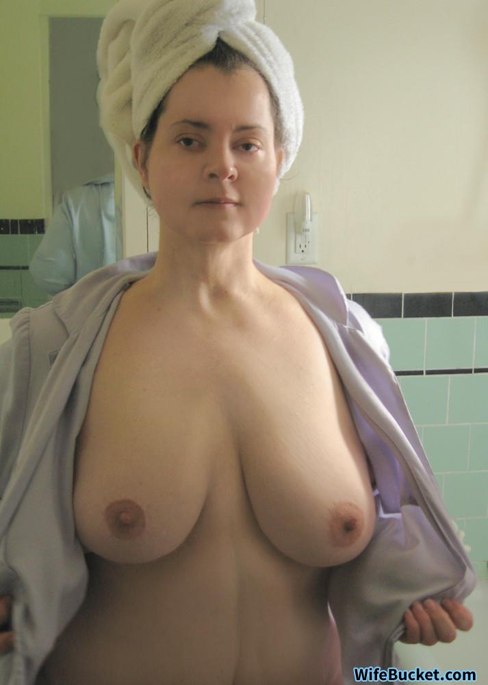 Gf public flashing nude