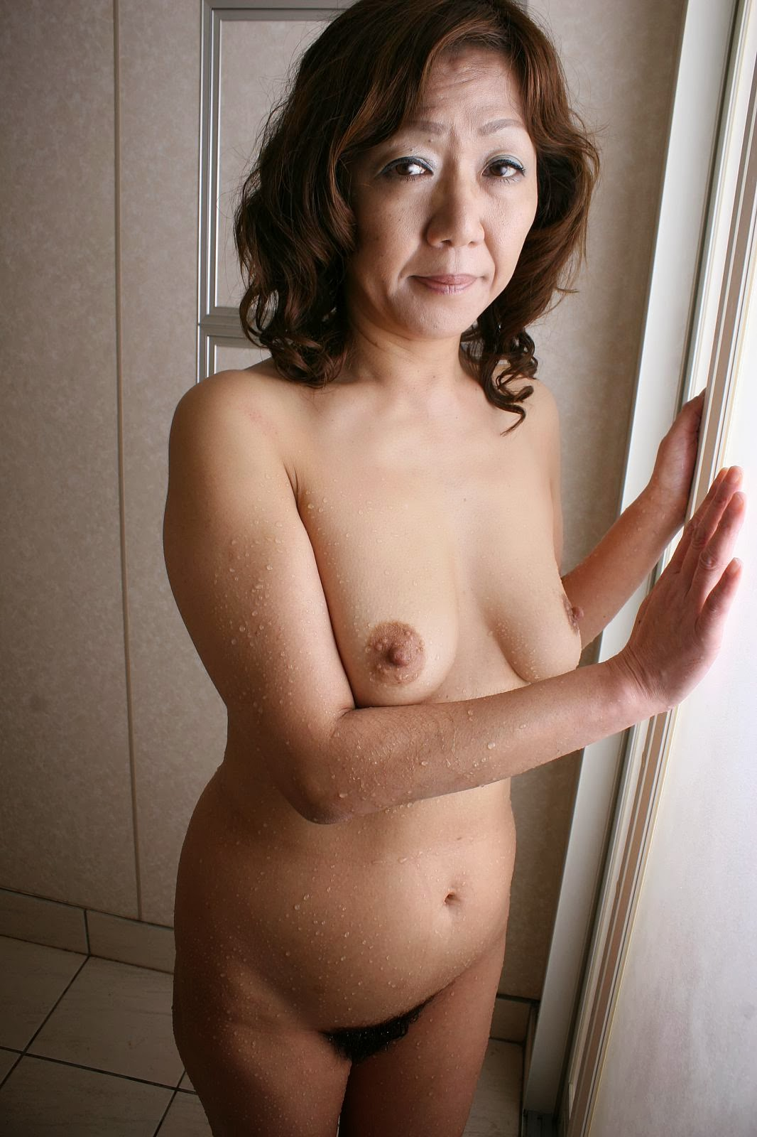 Free x-rated mature woman videostures
